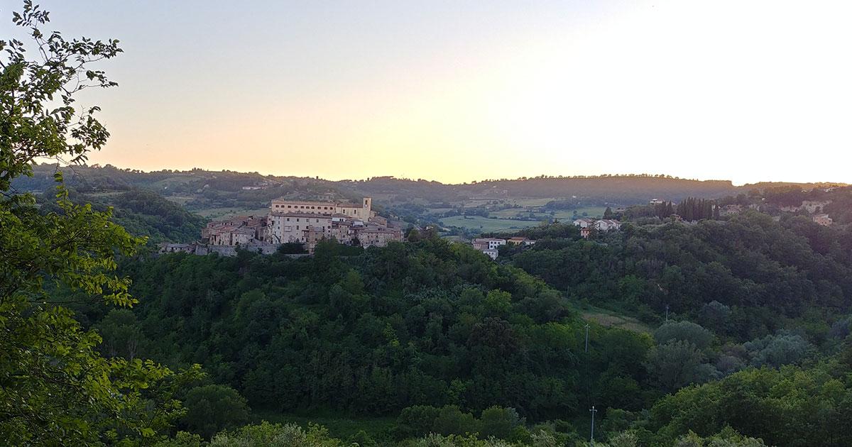 panorama wokół miasta poprostu włoski
